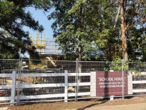 Old school renovation, 17 Mile Rocks road view, 14 November 2014 (CDH/CSHSoc)